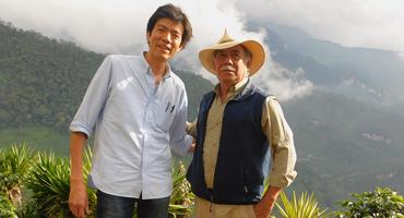 農園主のアギーレ氏と大和屋珈琲鑑定士平湯聡